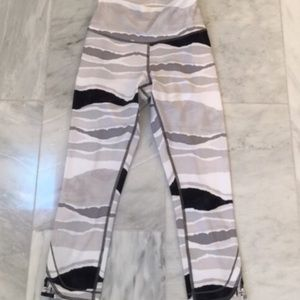 Lululemon True Self Crops